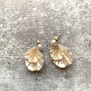 Leaf Faux Pearl Post Earrings NWOT